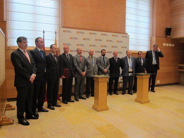 Avalia y ocho entidades firman un convenio para abrir una línea de crédito.