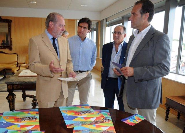 Villalobos firma un convenio con los minoristas de pescado