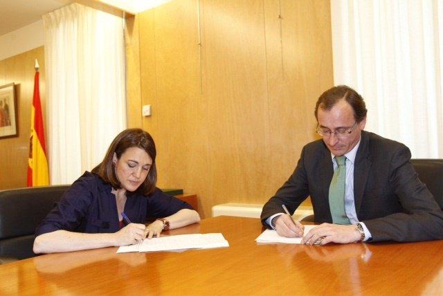 Soraya Rodríguez, del PSOE, y Alfonso Alonso, del PP