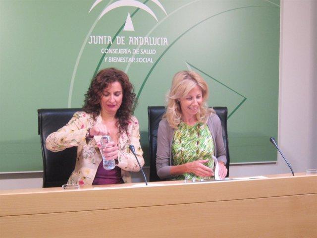 La consejera de Salud y Bienestar Social, María Jesús Montero, a la izquierda