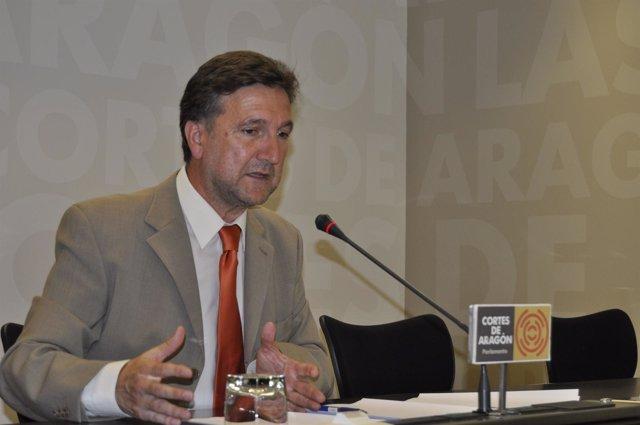 El diputado socialista Eduardo Alonso en rueda de prensa en las Cortes