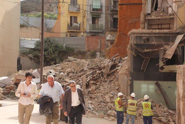 El alcalde de Lleida, Àngel Ros, visita la zona del edificio derrumbado