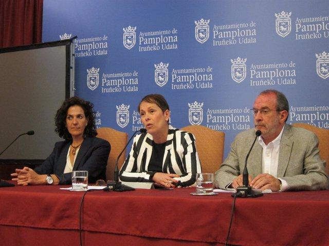 Gomez, Barkos y Cabasés en la rueda de prensa de NaBai de Pamplona.