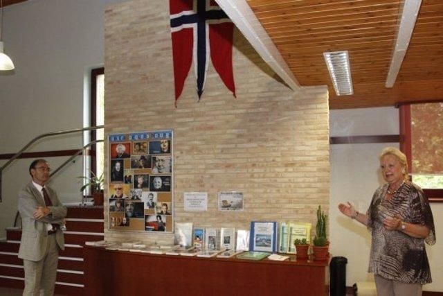 Donación de libros del consulado de Noruega en Barcelona a Zaragoza