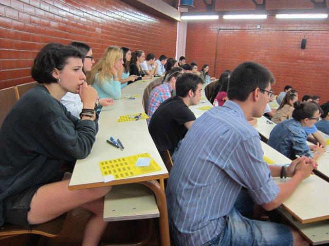 Selectividad 2013. Alumnos. Aula. Estudiantes. Universidad. Examen.
