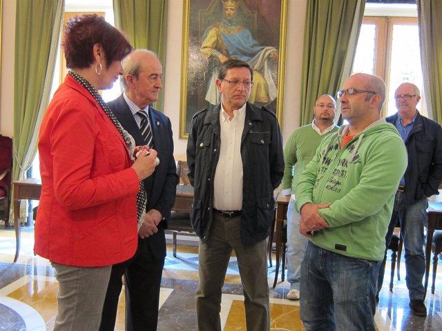 Responsables sindicales visitan el Ayuntamiento de Oviedo
