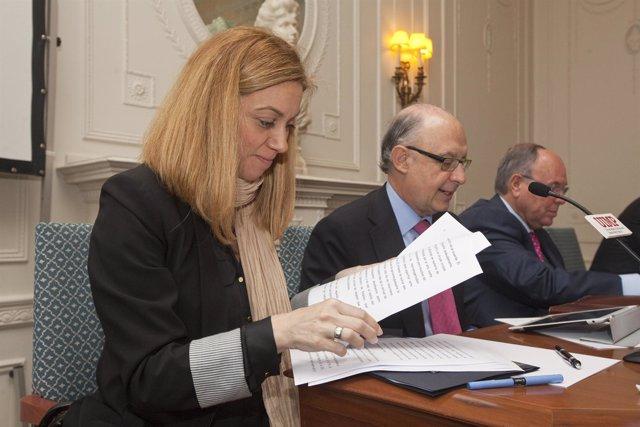 La consejera de Economía con el ministro Montoro en la UIMP
