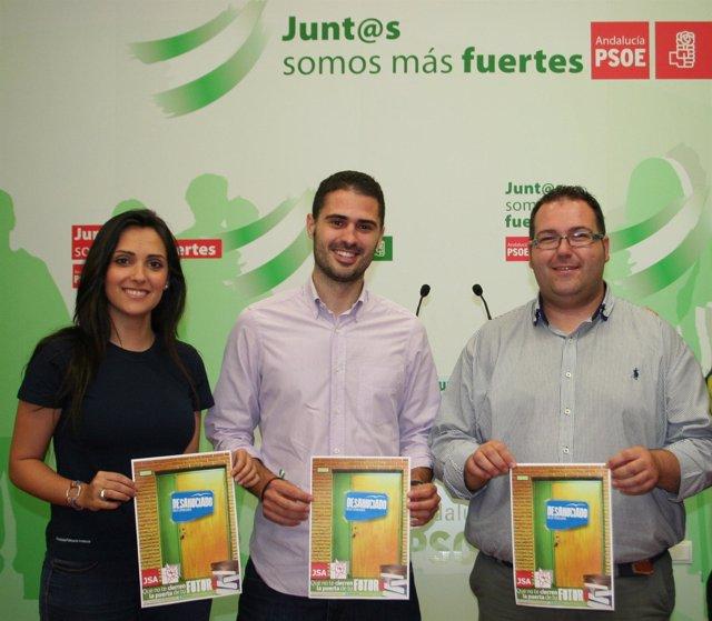 Gozález, Durán y Sánchez sostienen el cartel de la campaña
