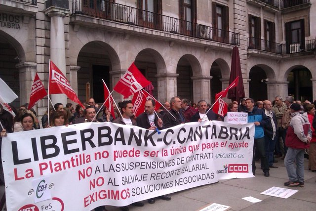 Protesta sindicatos Caja Cantabria-Liberbank