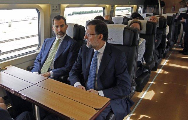 El Príncipe y Rajoy en el viaje inaugural del AVE a Alicante
