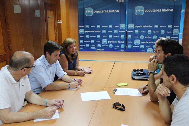 Diputados del PP se reúnen con la junta de personal del Consorcio de Bomberos.
