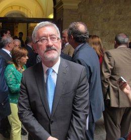 El consejero Antonio Ávila antes de atender a la prensa en Jaén.