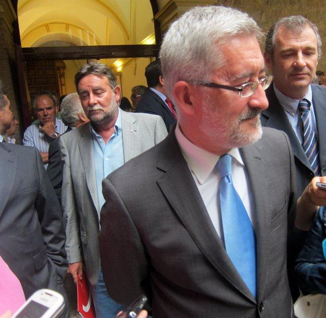 El consejero Antonio Ávila antes de atender a los periodistas en Jaén,