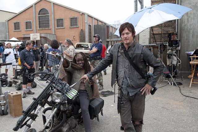 Michonne (Danai Gurira) and Daryl Dixon (Norman Reedus) - The Walking Dead
