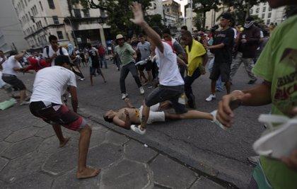 Unas 100.000 personas protestan en 77 ciudades para exigir al Gobierno más inversión en Educación y Sanidad