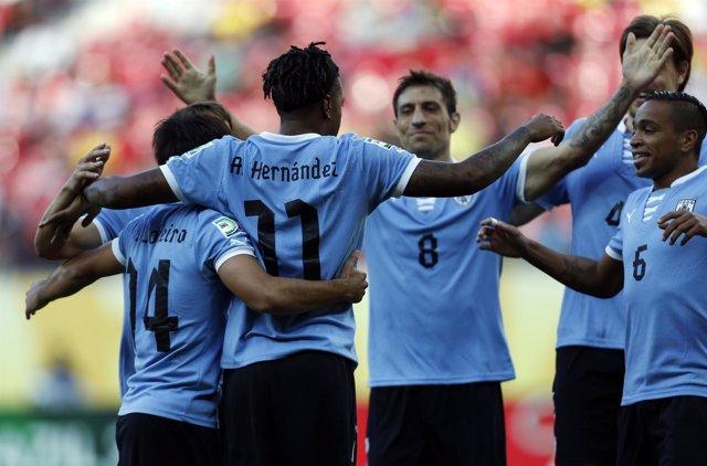 Uruguay golea a Tahití en la Copa Confederaciones
