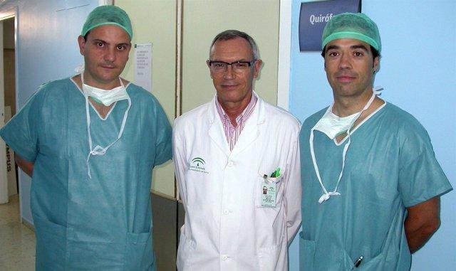 En la imagen, los profesionales que han intervenido en la cirugía