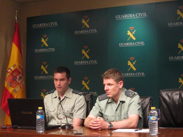 El teniente Galán y el capitán Ortega durante la presentación de EMERGEO