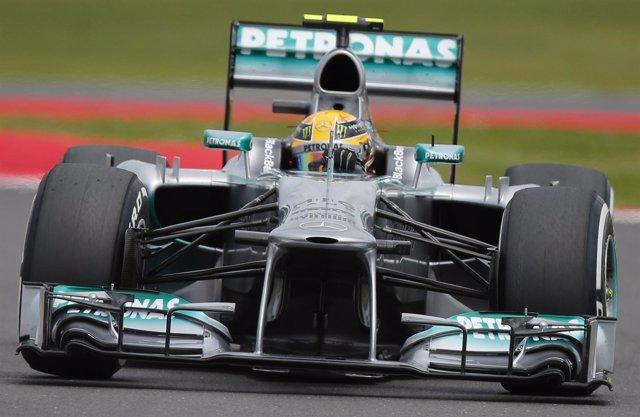 Hamilton reina en casa y Alonso partirá décimo