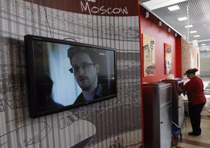 """Correa asegura que el destino de Snowden """"está en manos de Rusia"""""""