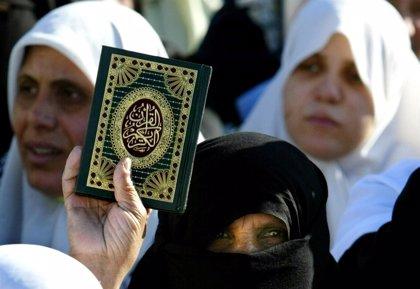 Huye a Canadá niña paquistaní cristiana que quemó páginas del Corán