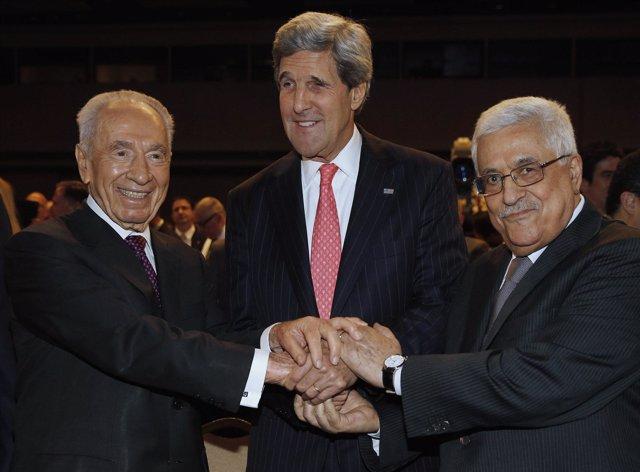 Abbas, Peres y John Kerry
