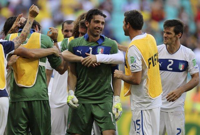 Italia se desquita a costa de Uruguay