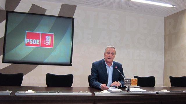 Javier Sada (PSOE) en rueda de prensa en las Cortes de Aragón