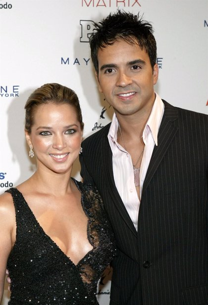 """Padre de Adamari López llama """"parásito"""" al novio de la actriz"""