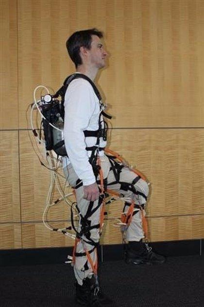 Científicos de Harvard crean un exoesqueleto robótico que aumenta la fuerza humana