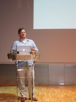 Sven Ehmann (dtor.CreativoGestalten) en la jornada 'Rock Paper Pixel' del FAD