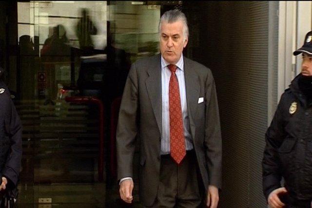 El juez ordena bloquear 4 cuentas de Bárcenas