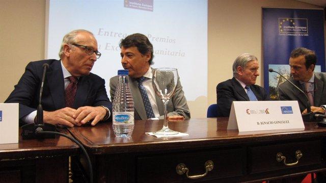Imagen del doctor Fuster junto a algunos colegas e Ignacio González