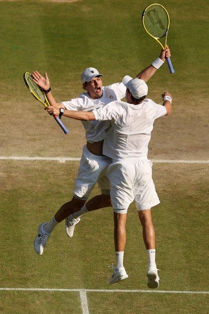 Tenis/Wimbledon.- Los Bryan consiguen su cuarto 'Grand Slam' consecutivo tras vencer en Wimbledon