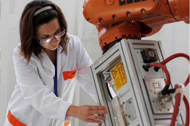 Aimplas desarrolla un nuevo biomaterial para la fabricación de aviones