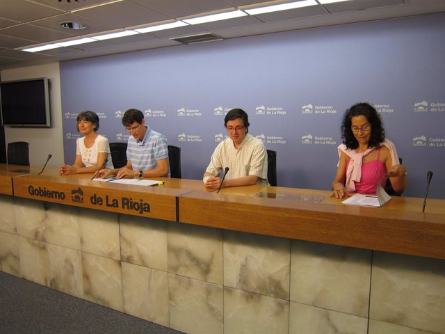 Gonzalo Capellán comparece junto a responsables de los programas