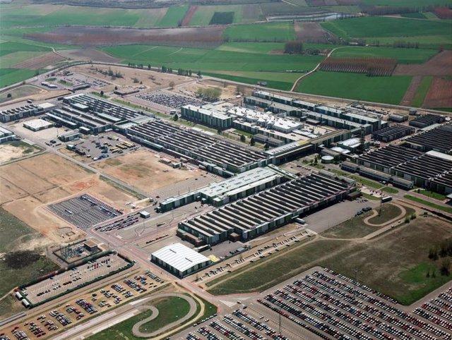 Renault y sindicatos acuerdan duplicar la bolsa de horas en Palencia para ajustar la producción