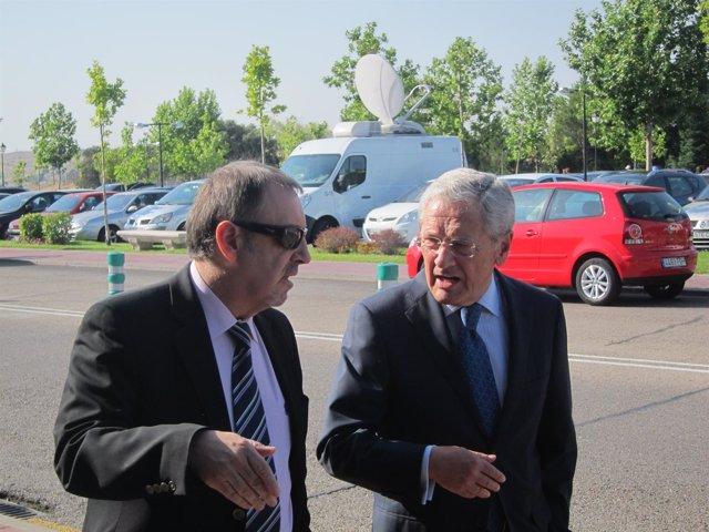 El director de la academia de televisión, Fernando Ónega, llegando al tanatorio