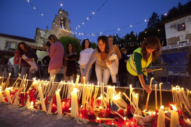 Encendido de velas en El carmen