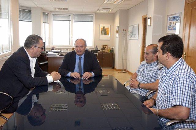 El consejero de Medio Ambiente con el alcalde de Villafufre