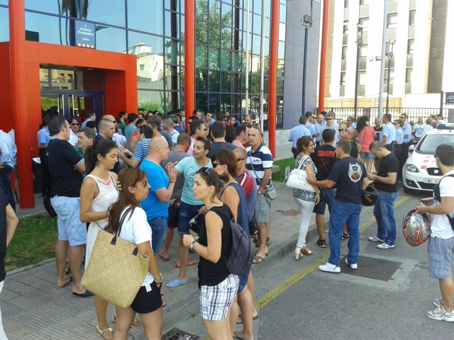 Protesta de Mossos ante la comisaría de Lleida