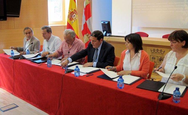 Firma acuerdo Consejerái de Sanidad y sindicatos para regular vacaciones