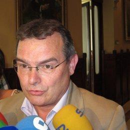 Ángel González (IU)