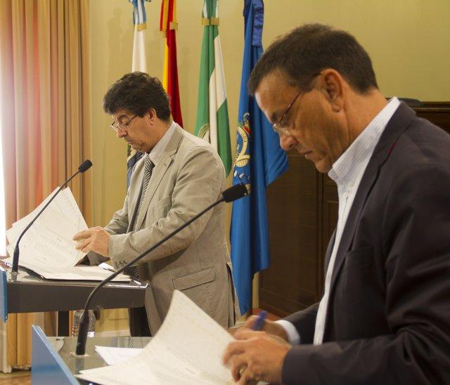 El vicepresidente de la Junta, Diego Valderas, junto a Ignacio Caraballo.