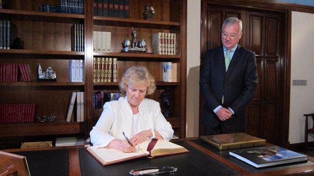 El presidente Valcárcel recibe a la Defensora del Pueblo en Palacio San Esteban