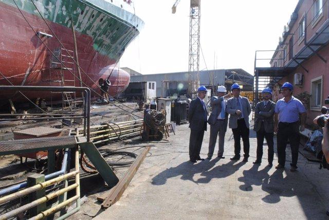 Visita de Diego Valderas a las instalaciones de astilleros.