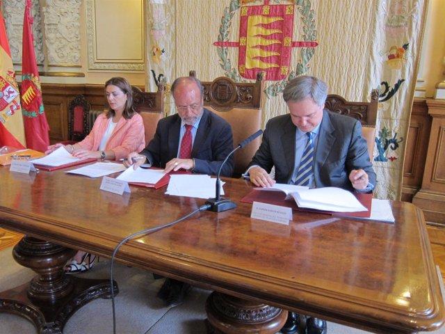 Firma del convenio entre Telefónica y el Ayuntamiento
