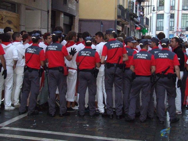 Efectivos de la Policía Foral.