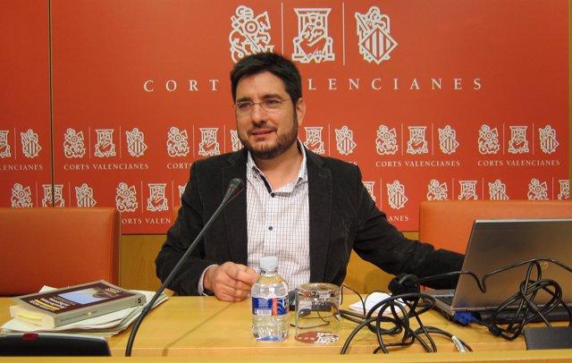 Ignacio Blanco En Una Rueda De Prensa En Las Corts