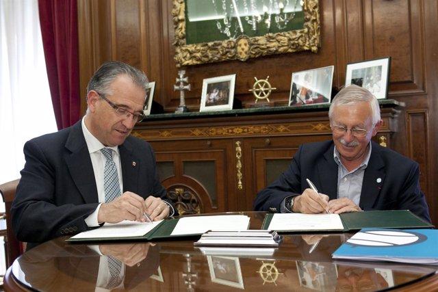Firma del convenio entre Pamplona y la Federación Internacional de Pelota Vasca.